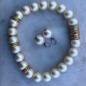 Bold beaded pearly necklace